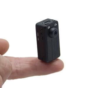 Micro caméra Enregistreur 1.3 Million Pixels en HD 1280 x 960 pixels avec sa carte micro SDHC 4Go.